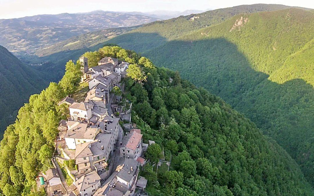 Pic nic nel borgo – Il borgo arroccato di Monte Acuto delle Alpi